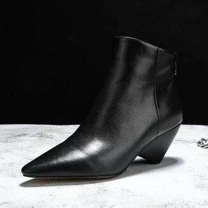 Женские кожаные ботильоны с острым носком, на высоком каблуке, модные ботинки-мартинсы