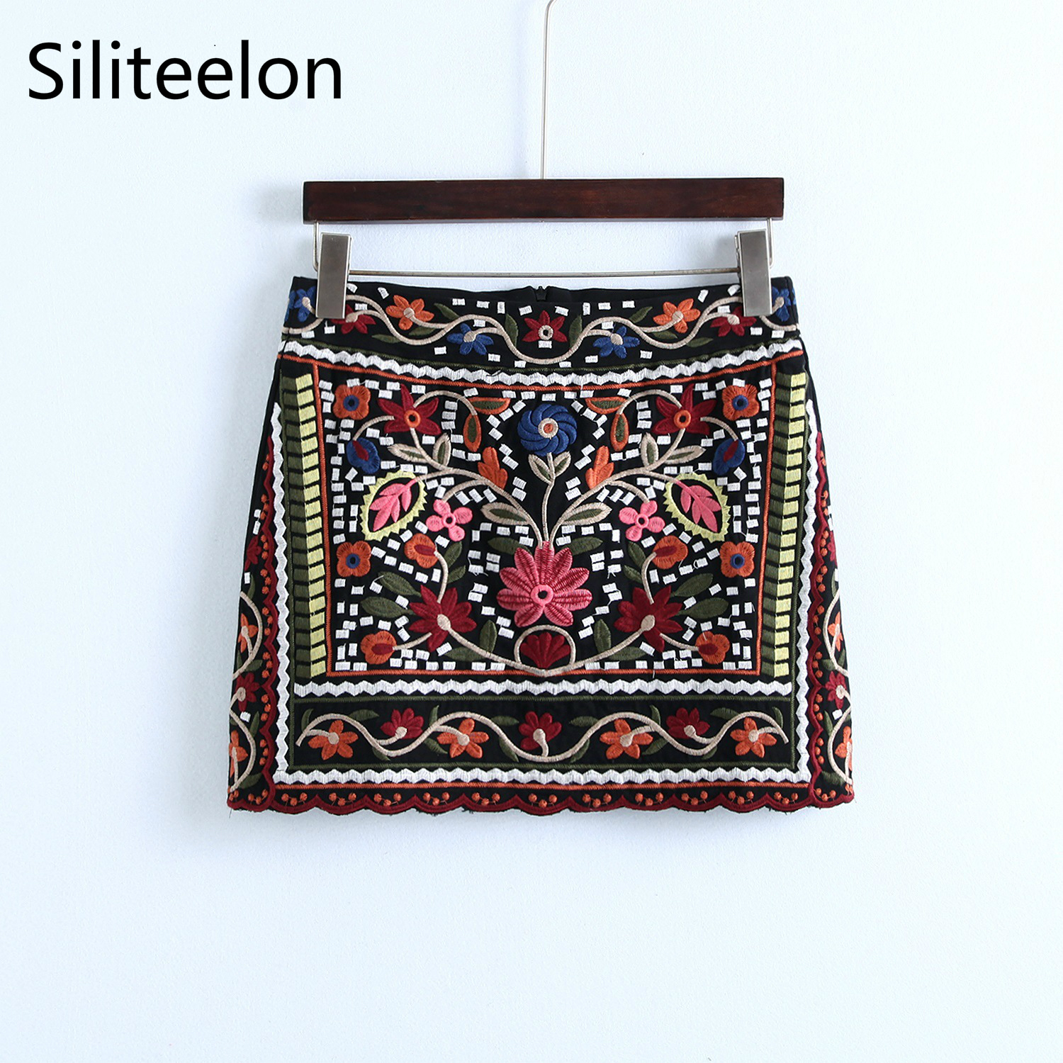 2018 spring and autumn new embroidery womens mini skirt Ethnic style embroidered skirt