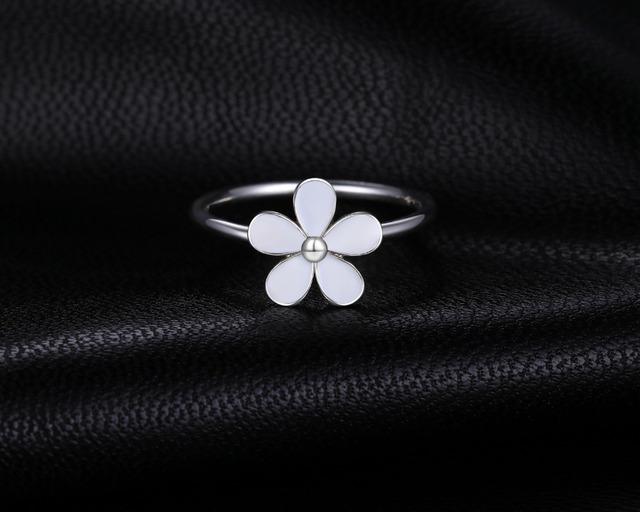 Elegant Daisy Sterling Silver Ring
