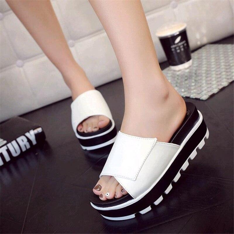 d143d0def6c Diapositivas Plataforma Cuñas Zapatos 2019 Verano Negro Nuevo Mujer Cuero Sandalias  Mujeres Zapatillas De oro blanco ...