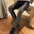 2015 Mulheres de Moda de Alta Qualidade PU de Couro Lápis Calças Skinny Calças Streetwear Do Punk Rock de Spike Rebites Studded Pant D163