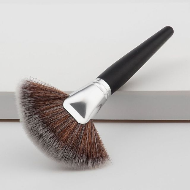 1PC Fashion New Colorful Women Fan Shape Brush Blush Loose Powder Foundation Contour Concealer Pro Cosmetic Makeup Tool Beauty Makeup Brushes