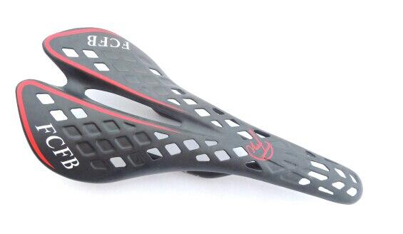 Promos! Livraison gratuite 2015 FCFB FW selle carbone complet vtt vélo de route selle siège vélo pièces vélos accessoires selle rouge