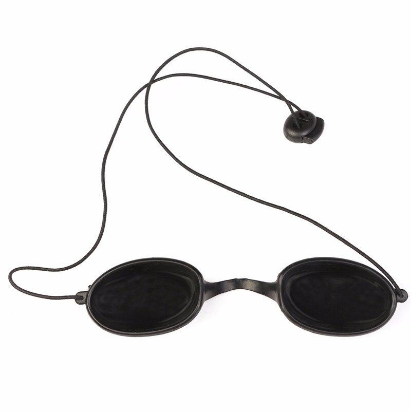 Preto Especial Material Macio Eyepatch Óculos de Laser óculos de Segurança  Óculos de Proteção Contra a Luz DA Beleza DO IPL Clínica Do Paciente em  Óculos de ... 91bc3c18f3