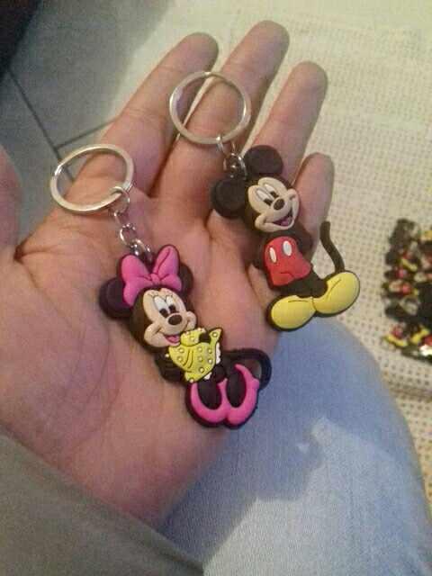 2-4 Uds. Figura de dibujos animados Mickey llavero PVC lindo Anime Minnie llavero niños juguete colgante llavero joyería de moda