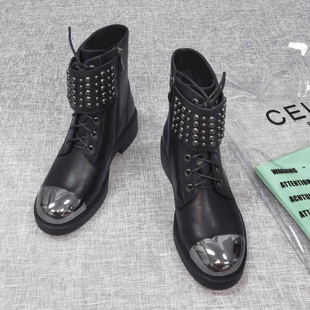 Donna-in Martin serseri çizmeler kadın hakiki deri yarım çizmeler kare topuk yuvarlak ayak Lace Up Metal moda siyah Botas bayanlar ayakkabı