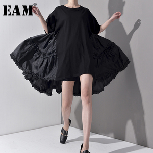 Image 1 - [EAM] 2020 חדש אביב קיץ צוואר עגול חצי שרוול קפלים פיצול משותף Loose Oversize גדול גודל שמלת נשים אופנה גאות JS7910