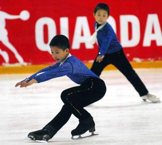 728cb01c7 € 192.79 10% de DESCUENTO Ropa de patinaje de figura personalizada para  hombres/niños moda nueva marca Vogue figura patinaje competición traje ...