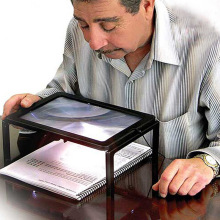 Full Page A4 LED Magnifier Brighter Viewer Reading Screen Hands-Free LED Screen Page Magnifier With Lanyard Gift for the elderly moukey wireless page turner pedal for tablets ipad app controls hands free reading page turns 10m bluetooth range turning pedal