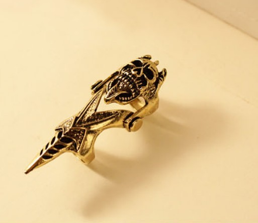 Europe and the United States sell accessories to restore ancient ways the demon skull pointed cone joint ring