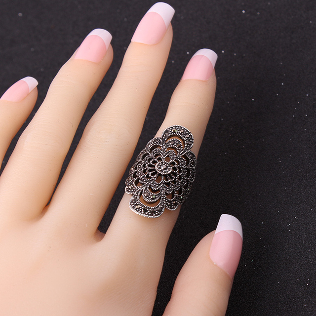 Ajojewel #7-9 Antique Jewelry Hollow Flower Female Ring Black Rhinestone New Fashion Accessories