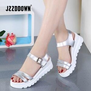 Image 1 - Echt Leer Vrouwen Platform Strand sandalen schoenen dames Flats Sneakers Sliver Wit Flip Flop schoen zomer Mid Hak schoeisel