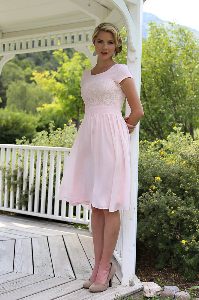 Short Pink Beach Modest Bridesmaid Dresses With Sleeves