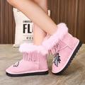 Зимняя обувь для принцесс; модные зимние ботинки из замши и кожи с Плюшевым Мехом и кисточками и заклепками; Размеры 26-37; цвет розовый  черный...