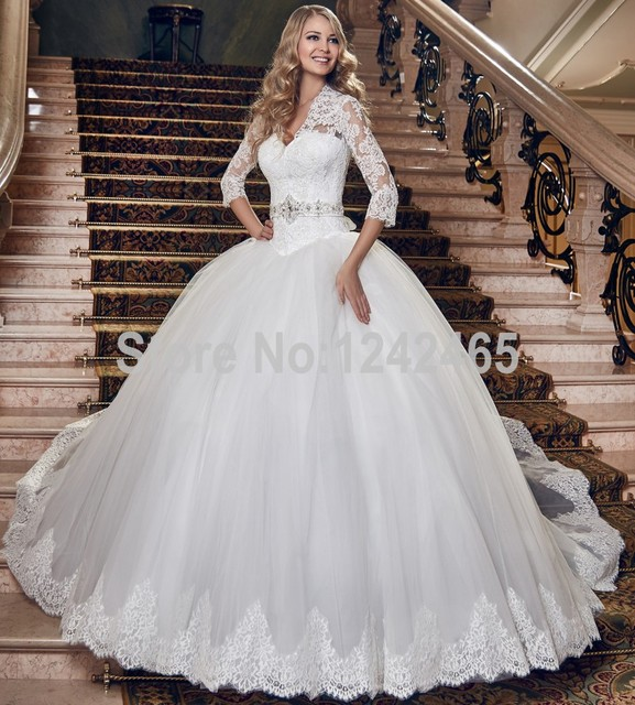 2016 New Design White Sexy Victorian Wedding Dresses V Neck Sweep Train Princess Bridal Gown With