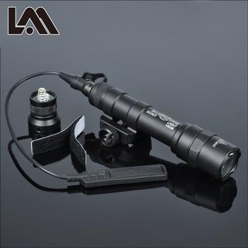 Lanterna tactica SF M600 M600B pentru arma airsoft carabina pistol lanterna de vanatoare compatibila cu sina Picatinny