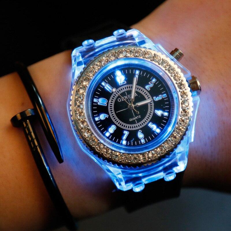 Led Flash Lichtgevende Horloge Persoonlijkheid Trends Studenten Liefhebbers Gelei Vrouw Mannen Horloges 7 Kleur Light Horloge Bayan Kol Saati Om Een Gevoel Op Gemak En Energiek Te Maken