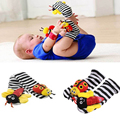2016 New A Pair Baby Infant Toy Soft Sock Rattles/Animal Socks Foot Finders Developmental Toys