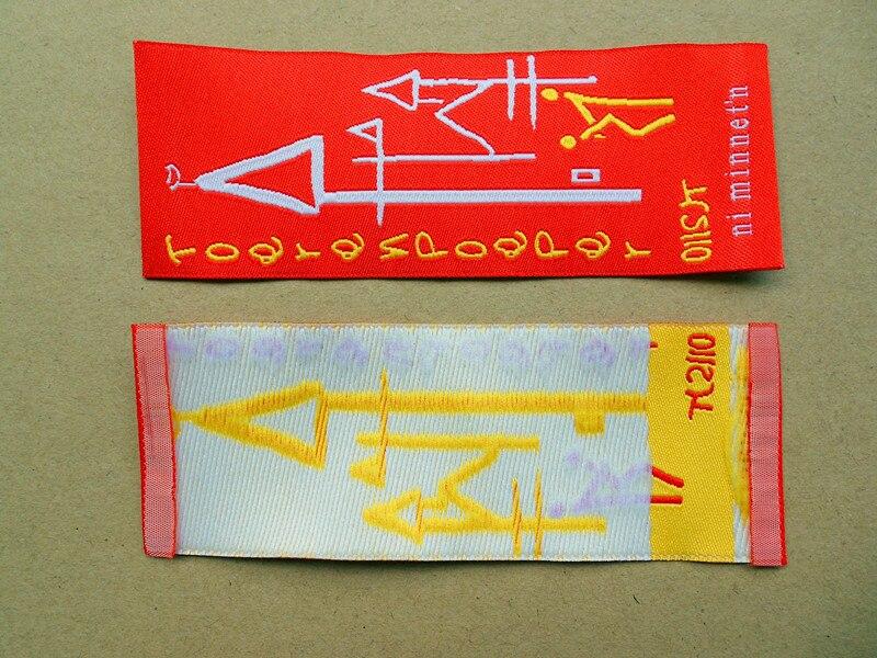 Freies verschiffen kunden ende falten bestickten gewand etiketten gewebtes etikett und tags für kleidung 1000 teile/paket