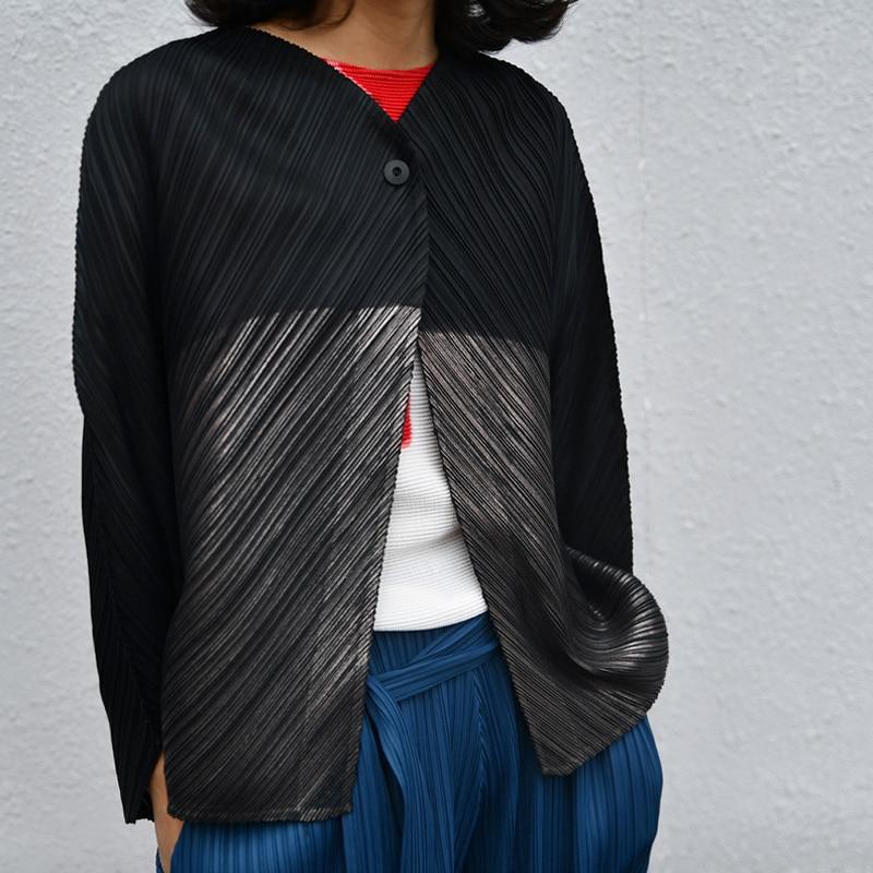 Changpleat 2019 春新ルース女性ジャケットコート Miyak プリーツファッションデザイン黒ホットシルバー大サイズ V ネックコート潮  グループ上の レディース衣服 からの ベーシックジャケット の中 1