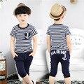 2016 estilo Navy verano ropa de los niños varones muchachos niño manga corta conjunto Capris T-Shirt