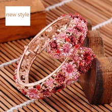 Women's adjustable cloisonne bracelet with adjustable opening