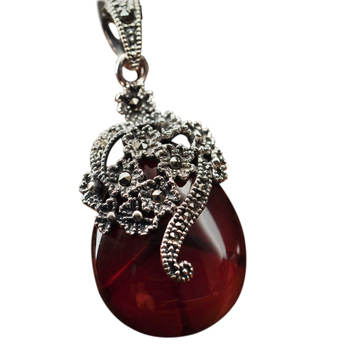 Natural Stone Inlaid Red Garnet Necklace1