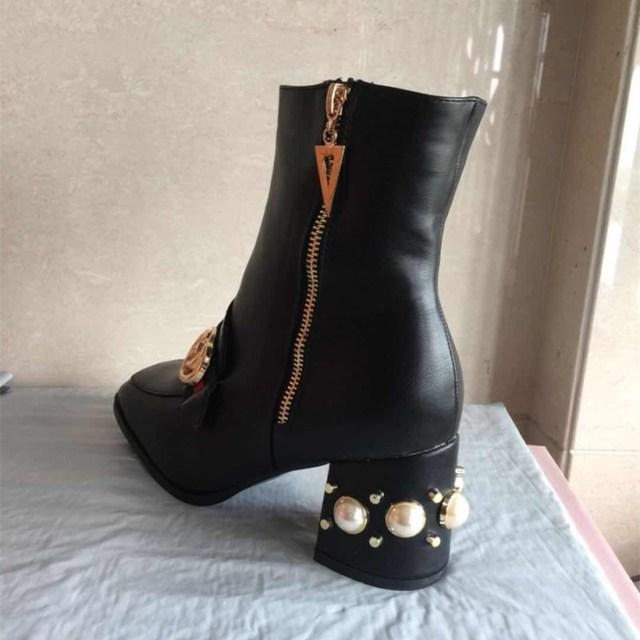 Chowaring ที่มีชื่อเสียงยี่ห้อผู้หญิงฤดูใบไม้ร่วงฤดูหนาวหญิง booties Pearl รองเท้าส้นสูงหรูหรานักออกแบบรองเท้าบูทรองเท้าส้นสูงขนาดใหญ่ 43 42 34