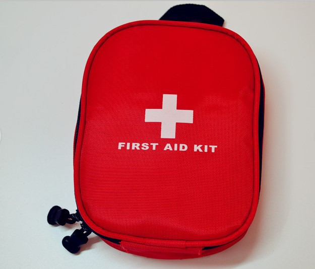купить 31pcs/pack Outdoor Camping Medical Emergency First Aid Kit Portable Treatment Pack Set Professinal Security & Protection FAK-A04 по цене 287.21 рублей