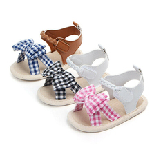 Обувь для маленьких девочек; Новинка; сезон лето; модная повседневная мягкая обувь из искусственной кожи с бантом для малышей; Лидер продаж