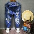 Дети осенние джинсы мальчик брюки девушка джинсовые брюки детская одежда 2016 осень письмо печати краска отверстие джинсовые узкие брюки