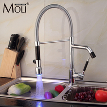 Бортике хром отделка привело кухонный кран выпадающее torneiras с двумя Спрей Одной ручкой водопроводной воды torneira Cozinha