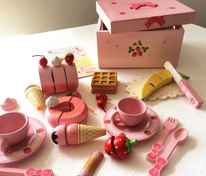 Baby toys mother garden strawberry wooden toys ribbon for Kitchen set cake