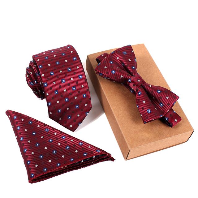 Corbata delgada, Pajarita y pañuelo cuadrado