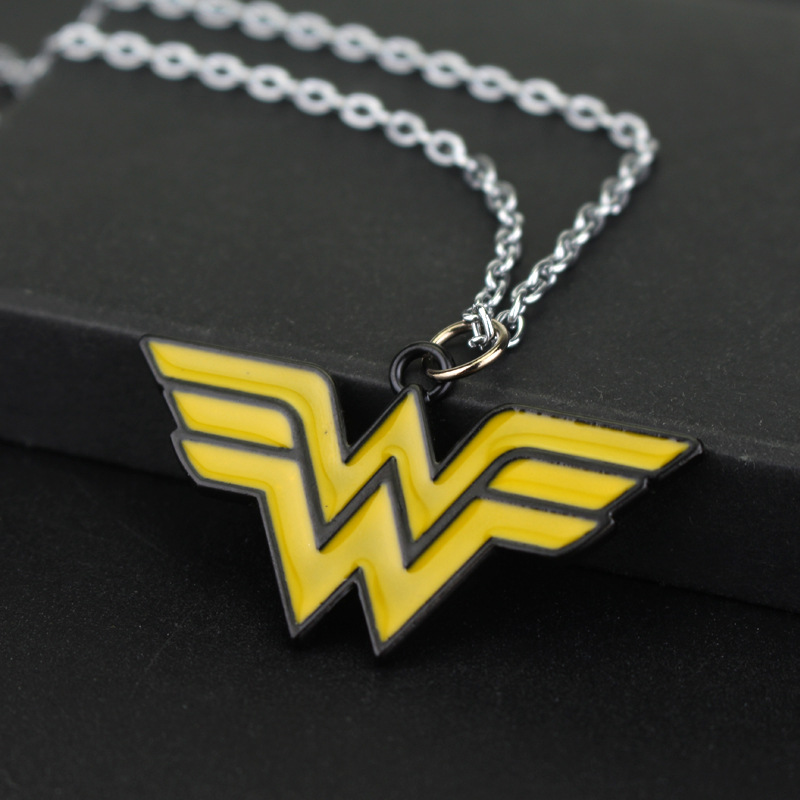 RJ новый фильм Wonder Woman Цепочки и ожерелья s Подвески Лидер продаж супергероя Wonder Woman желтый Эмаль W логотипа леди девушка Цепочки и ожерелья ож...