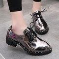 Новое прибытие женская обувь женщина серебряный Оксфорды металлического Серебра Обувь сияющий лакированной кожи заклепки туфли на платформе Старинные обувь