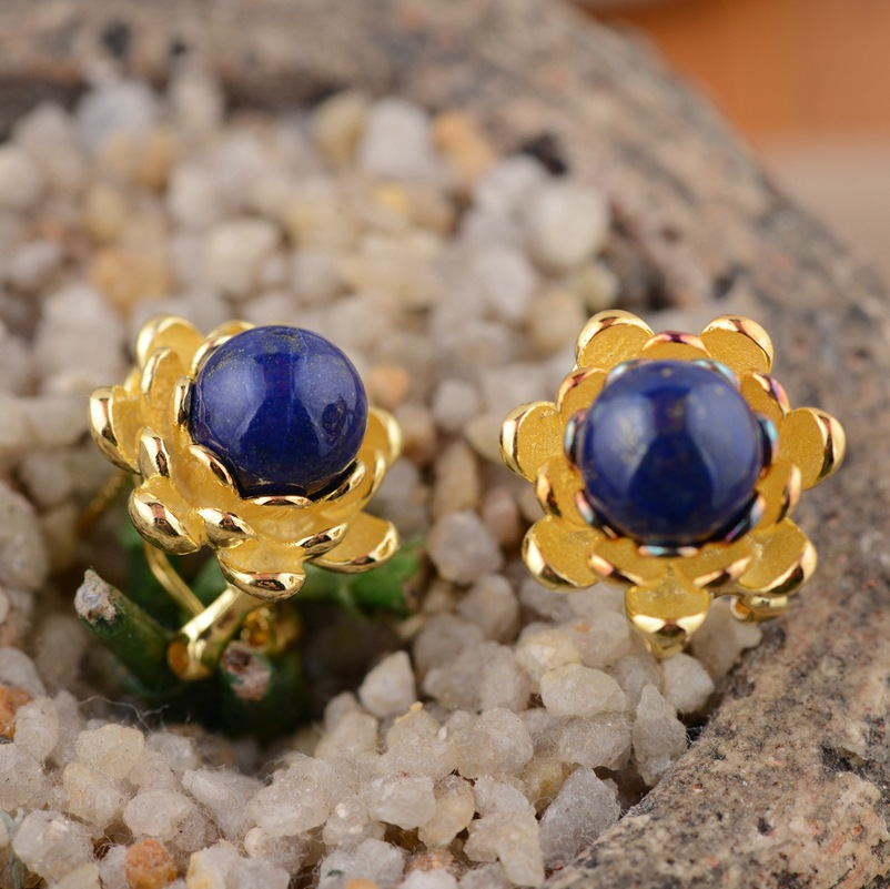 Lapis lazuli ear buckle S925 silver inlaid female models Blossoming beautiful style suit s925 pure silver personality female models new beeswax