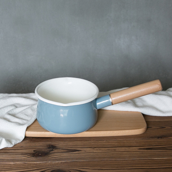 Japanese style thickening porcelain enamel milk pot baby food pan single wood handled stew health noodle hot pot saucepot