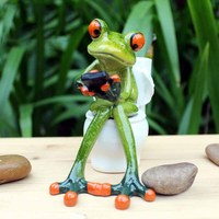 2017 New Creative 3D Resin Frog Figurines Cabochon Kawaii Crafts Sitting Toilet Ornaments For Home Decor