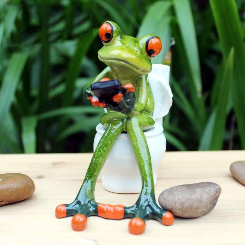 2017 nouveau créatif 3D résine grenouille Figurines Cabochon Kawaii artisanat assis toilette ornements pour décor à la maison résine grenouille Figurines