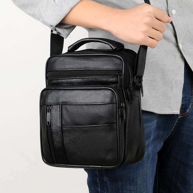 купить 2018 New Casual Men's Business Genuine Leather Mini Crossbody Bag Cow skin Small Men Single Shoulder Messenger Bags High Quality по цене 1281.75 рублей