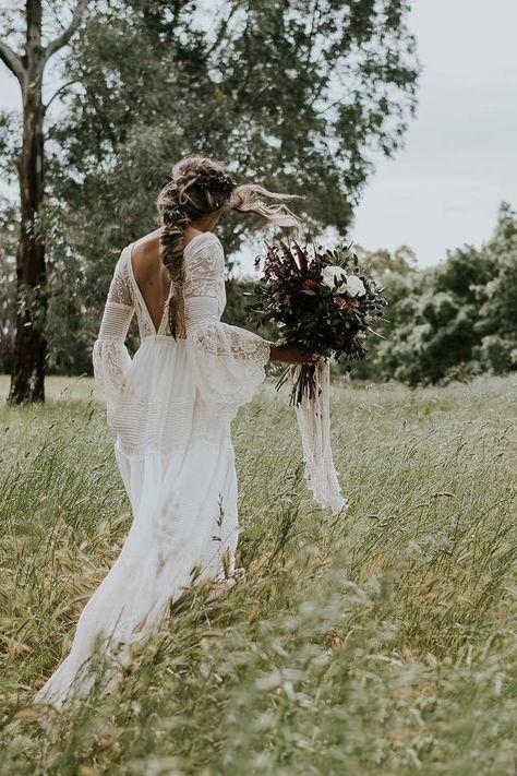 97473dc792 ohemian Wedding Dresses V Neck Long Sleeve Lace Sweep Train Beach Boho  Garden Country Bridal Gowns vestido de noiva Plus Size