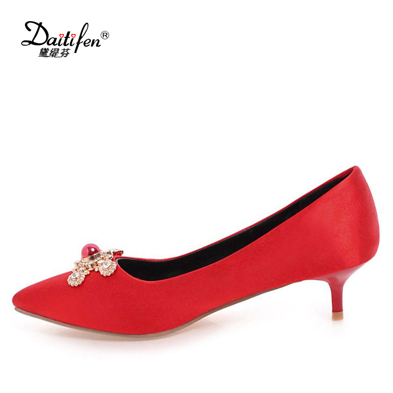 Daitifen Sexy Pointed toe women Evening shoes Classic Crystal Metal decoration Solid Slip-on lady Pumps Soft Med heel shoes 2017 shoes women med heels tassel slip on women pumps solid round toe high quality loafers preppy style lady casual shoes 17