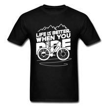 цена на Stay Wild Mountain Biker Men Tshirt Cycle Bicyle Life Is Better When You Ride Letter Fashion T Shirt O Neck Cheap Top T-shirts