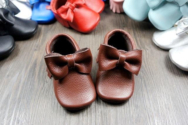 Nuevo Cuero Genuino de la Vaca Del Bebé Mocasines Soft Moccs Bebé BOW Shoes Newborn primer caminante antideslizante Zapatos Infantiles calzado