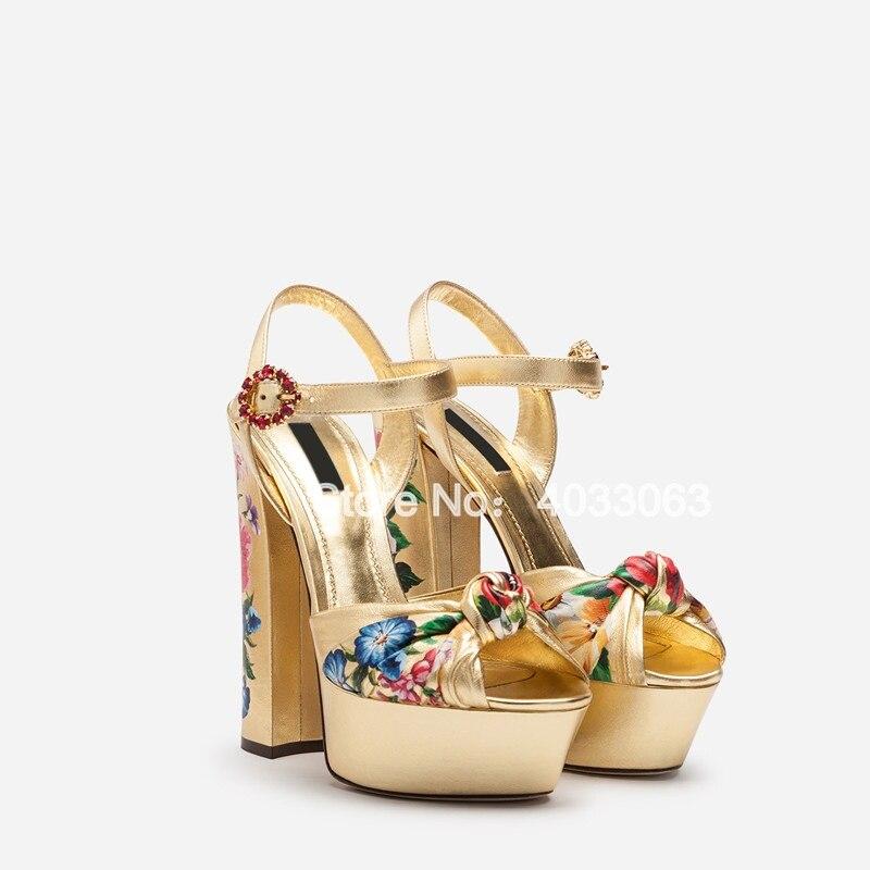 Sandalias Mujer 2019 kobiety złoty buty kwiat drukowanie wysokie obcasy sandały na platformie klamra pasek Peep Toe sukienka na imprezę buty w Wysokie obcasy od Buty na  Grupa 2