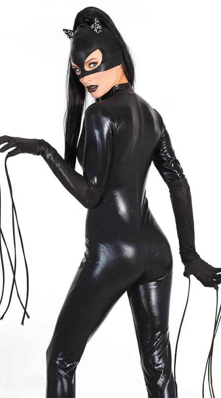 Сексуальная вдова в черных чулках сфинктер