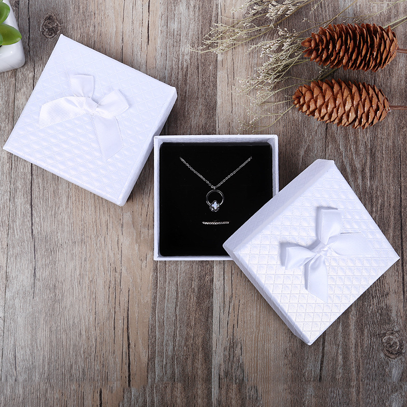 Купить с кэшбэком Jewelry Box White Bowknot 12 Pcs/Lot Wholesale  Kraft Paper Favour Boxes Fashion Design Bulk Ring Bracelet Jewelry Box