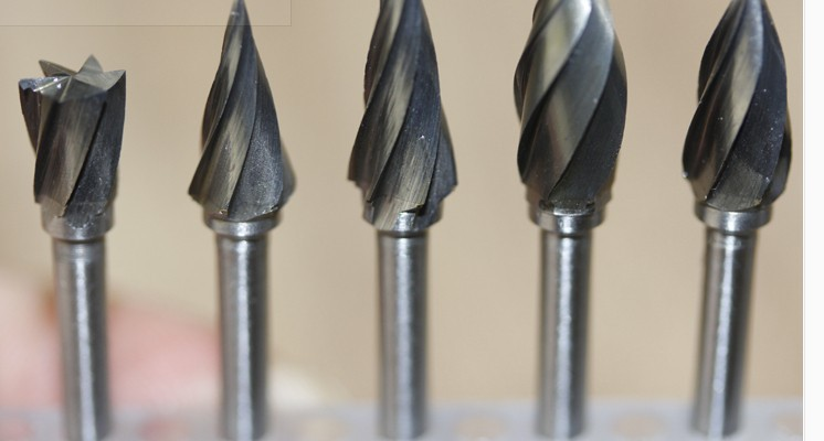 Volfrám-keményfém forgó marómaró raszter Volfrám acél köszörűfej Famegmunkáló faragványok Lengyel szerszám