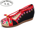 Vintage Embroidery Women Pumps Chinese Flower Embroidered Women's Casual Canvas Wedge Platform Ladies Linen Pump Med Heel Shoes